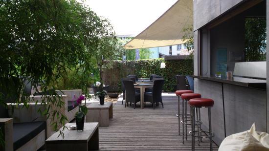 Fluss.: Thun - Fluss - exterior lounge