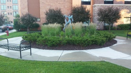 Homewood Suites Minneapolis - St Louis Park at West End: Well maintained grounds