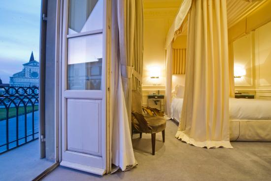 JK Place Hotel