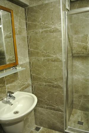 Laleli Gonen Hotel: Bathroom