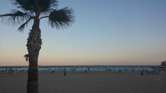 Cala Finestrat Beach : Playa al atardecer