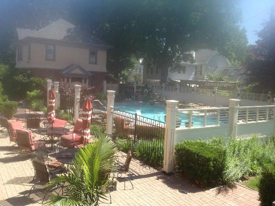 Union Gables Mansion Inn: Pool area