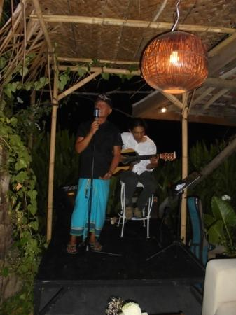 D'Roemah by Lonny: Lonny the Chef singing for us