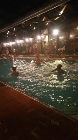 Comfort Inn & Suites : My kids at the indoor pool