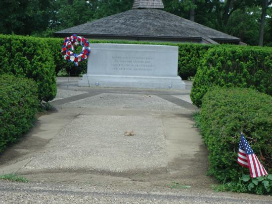 Fort Laurens State Memorial: The unknown Revolutionary Soldiers tomb