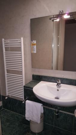 Hotel Valentino: Bathroom 001