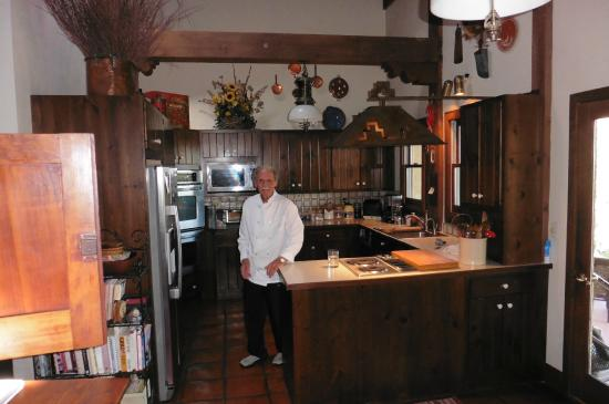 Hughes Hacienda Bed & Breakfast : Chef Wayne in his kitchen