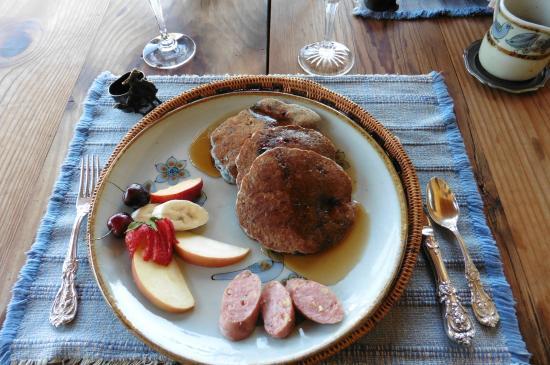 Hughes Hacienda Bed & Breakfast: Wayne's famous pancakes