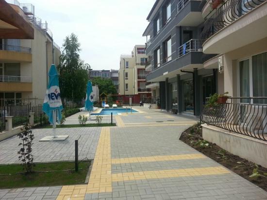 Radina Hotel: Garden and pool