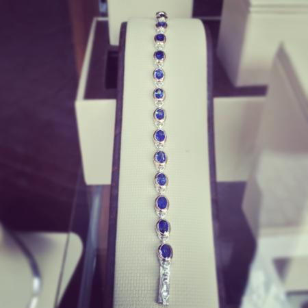 Lihiniya Gems: Blue sapphire bracelet