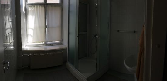 16eur Old Town Munkenhof Guesthouse : Bathroom