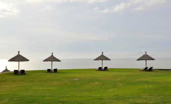 The Ocean Villas : beach