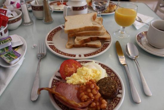 St. Jude's Lodge: Café da manhã (você deve servir-se no buffet, este prato já esta montado)
