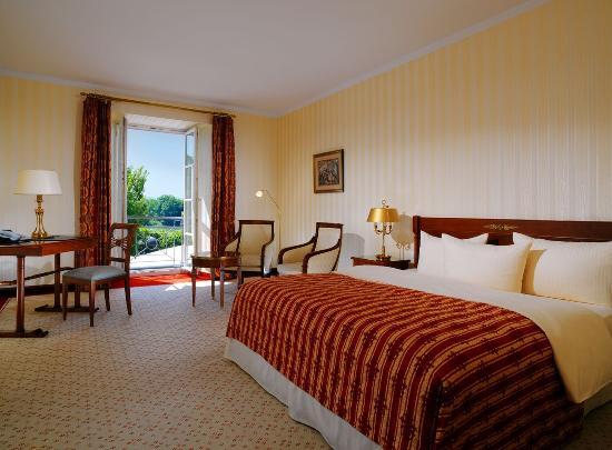 deluxe zimmer bild von hotel schloss reinhartshausen eltville am rhein tripadvisor. Black Bedroom Furniture Sets. Home Design Ideas