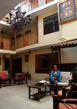 Qori Kintu Apart Pachacutec: Camino al hotel