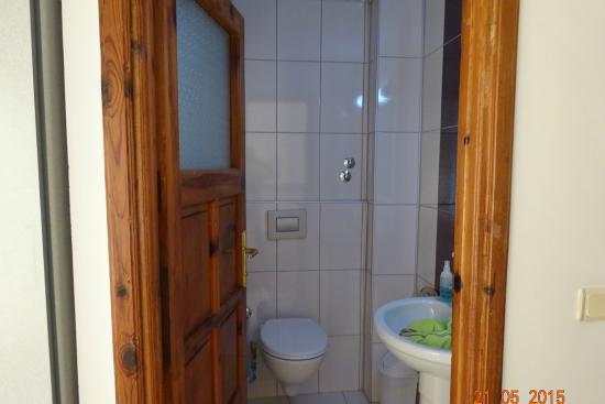 Bayram Apart Hotel: вход в ванную из спальни