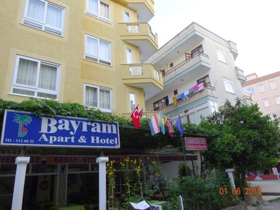 Bayram Apart Hotel: вид на отель