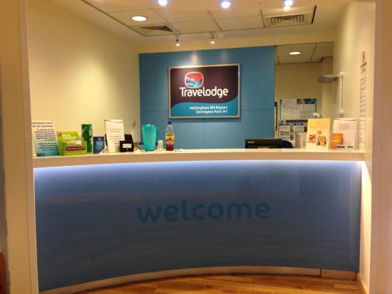 Travelodge Nottingham EM Airport Donington Park M1: Reception desk