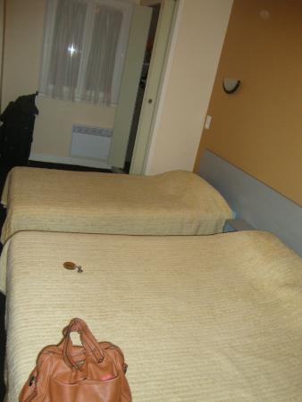 Hotel Restaurant Saint Sebastien: Quarto Quádruplo - A outra cama de solteiro e a de casal
