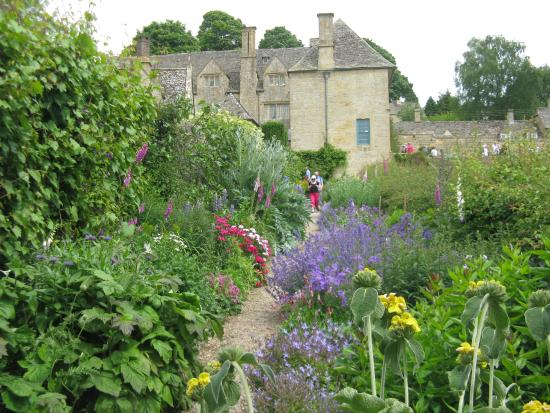Snowshill Manor Gardens on Modern Country Style