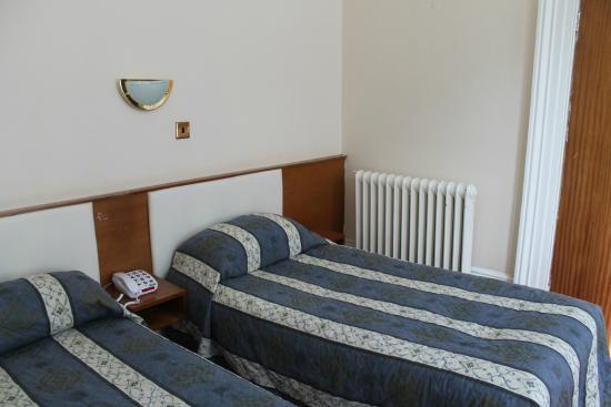 Chatsworth Hotel: 2 x singles