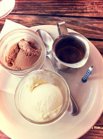 Pizzeria Libretto-Danforth: Chocolate gelato + vanilla gelato at Libretto