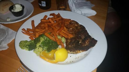 Bobby's Restaurant & Lounge : Great ribs