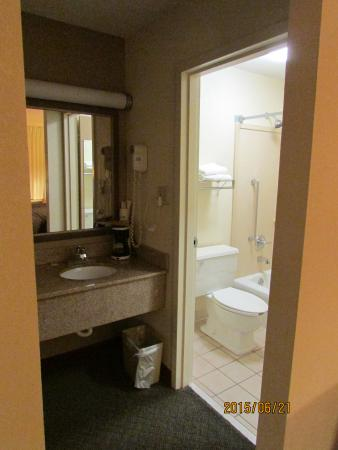 Quality Inn : bathroom