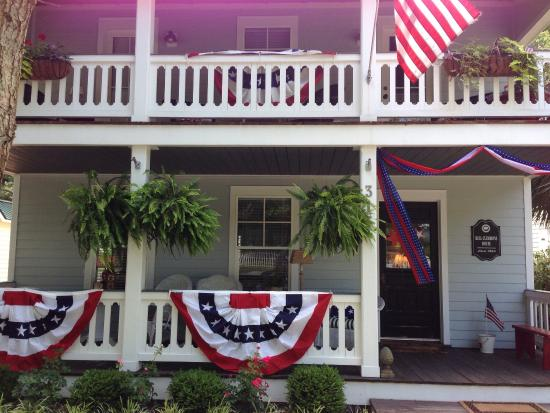 Bell-Clemmons House: Decorated for the 4th of July