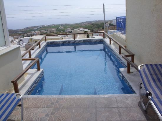 Anemomilos Suites: The small pool
