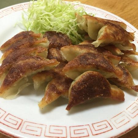 Asahiken Gyoza: 水餃子!絶対食べて!!  焼き餃子ももちろん美味しいです。