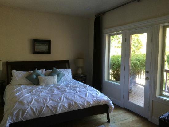 Elan Guest Suites and Art Gallery: Bedroom