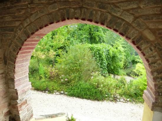 Villa San Raffaello: Entryway Arch