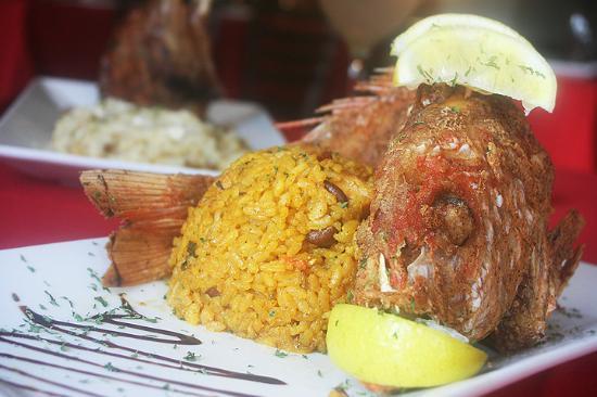 Platos Restaurant & Bar: Fried Snapper