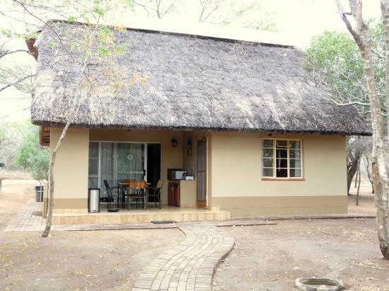Biyamiti Bushveld Camp: Aussenansicht der Bungalows