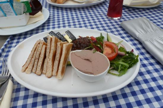 Ingbirchworth, UK: chicken liver pate starter