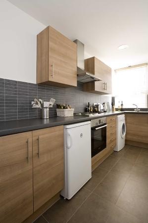 Dolphin House Serviced Apartments: 3 Bed 3 Bath Apartment Kitchen