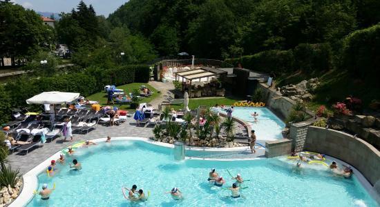Vista della piscina dal solarium picture of roseo euroterme wellness resort bagno di romagna - Hotel lucciola bagno di romagna ...