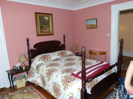 Peck Colonial House B&B : Our bedroom