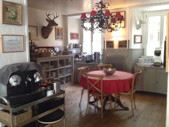 Hotel du Pillon: part of kitchen/breakfast area