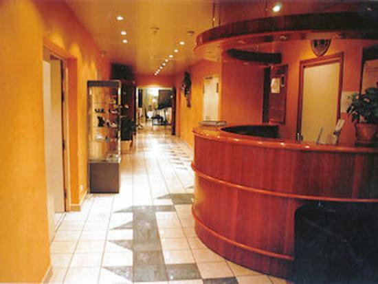 Hotel Restaurant Soleil et Jardin: Reception hall