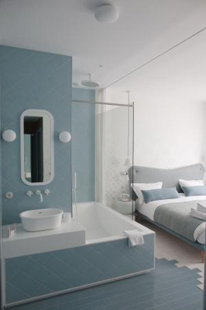 Le Lapin Blanc: bathroom