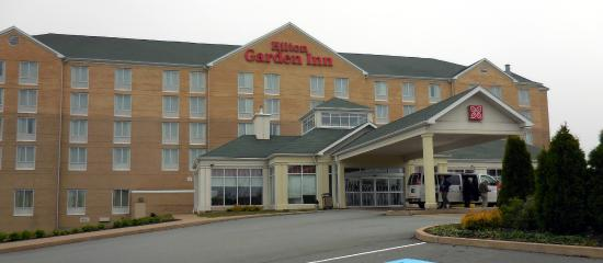 Hilton Garden Inn Halifax Airport : Entry way to hotel