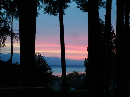 At Nautica Tigh Bed & Breakfast: Just another sunset at at Nautica Tigh (or maybe I was lucky)
