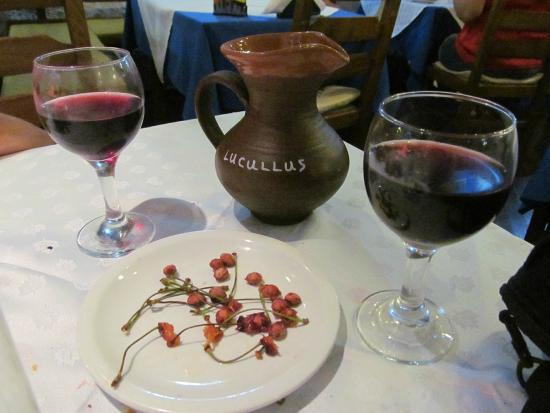Lucullus Taverna: Wine & cherries at the end of the meal