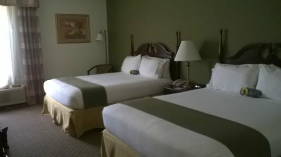 Holiday Inn Express & Suites Fort Payne : Two queen room was very clean