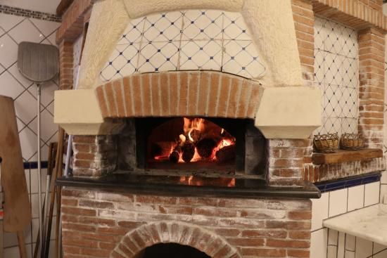Cooking School La Cucina del Gusto by Chef Carmen: The pizza oven.