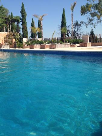 Hotel Peralta: Hotel de relax en mitad del campo y a 15 minutos de las mejores playas y la ciudad de Tarragona!
