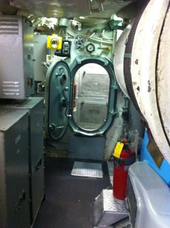 Arkansas Inland Maritime Museum : in the submarine