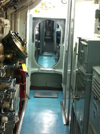 Arkansas Inland Maritime Museum: inside the submarine